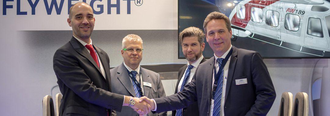 Vertragsunterzeichnung: Andrea Girolin, Manager und CEO bei AMS Heli Design LLC. und Alexander Bode, Leiter Marketing & Sales bei AUTOFLUG (links nach rechts)
